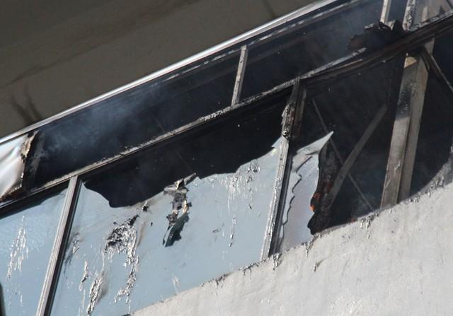 Cháy khách sạn ở Hà Nội, khách nước ngoài chạy tán loạn - Ảnh 4.