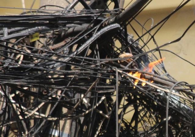 Cháy khách sạn ở Hà Nội, khách nước ngoài chạy tán loạn - Ảnh 8.