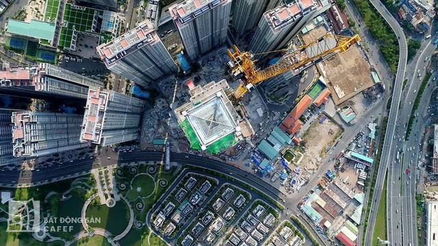 Cận cảnh công trường thi công đỉnh tòa nhà cao nhất Việt Nam, dự kiến khai trương vào quý 4 - Ảnh 3.