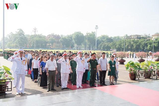 Ảnh: Lãnh đạo Đảng, Nhà nước vào Lăng viếng Chủ tịch Hồ Chí Minh - Ảnh 12.
