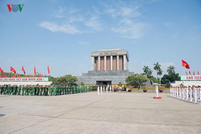 Ảnh: Lãnh đạo Đảng, Nhà nước vào Lăng viếng Chủ tịch Hồ Chí Minh - Ảnh 13.