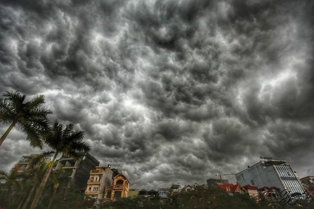 Cư dân mạng chia sẻ ảnh bầu trời Hà Nội đẹp dị thường do giông lớn - Ảnh 3.