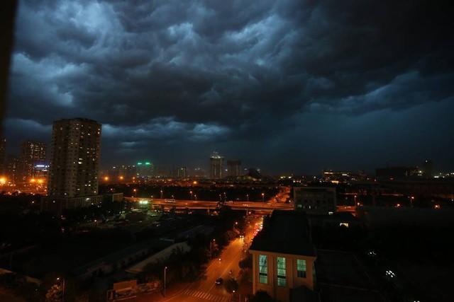 Cư dân mạng chia sẻ ảnh bầu trời Hà Nội đẹp dị thường do giông lớn - Ảnh 6.