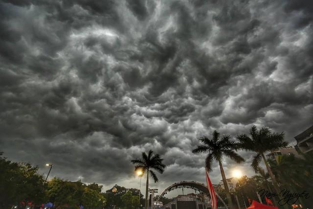 Cư dân mạng chia sẻ ảnh bầu trời Hà Nội đẹp dị thường do giông lớn - Ảnh 8.