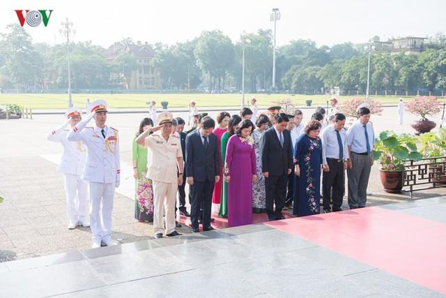Ảnh: Lãnh đạo Đảng, Nhà nước vào Lăng viếng Chủ tịch Hồ Chí Minh - Ảnh 10.