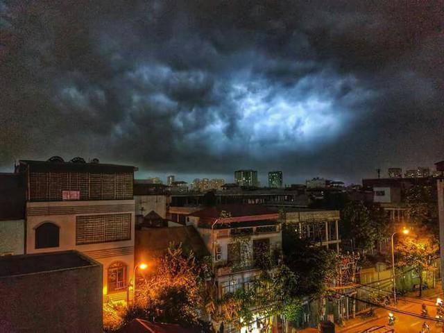 Cư dân mạng chia sẻ ảnh bầu trời Hà Nội đẹp dị thường do giông lớn - Ảnh 10.