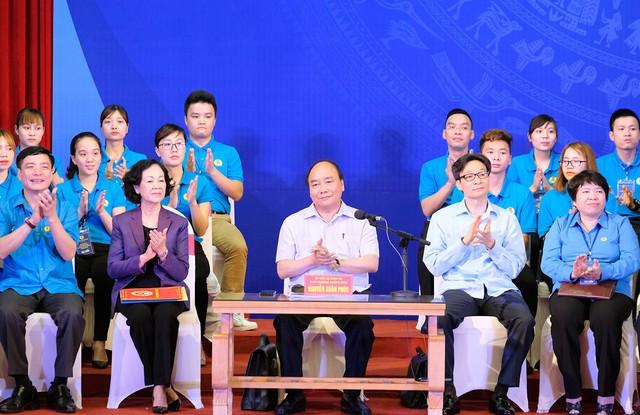 Chùm ảnh: Thủ tướng đối thoại với công nhân - Ảnh 2.