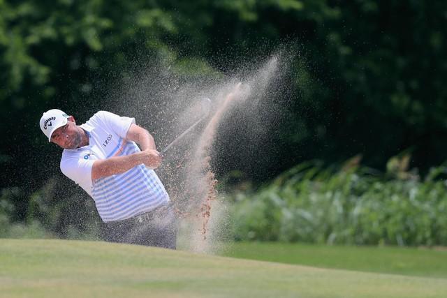 Golfer trẻ gây ấn tượng mạnh, vươn lên chia sẻ ngôi đầu Byron Nelson - Ảnh 1.