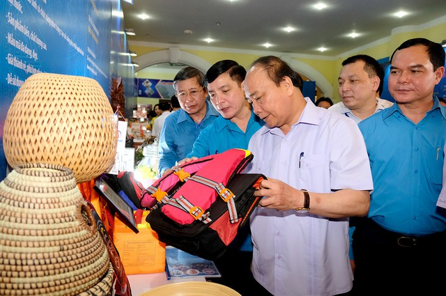 Chùm ảnh: Thủ tướng đối thoại với công nhân - Ảnh 11.