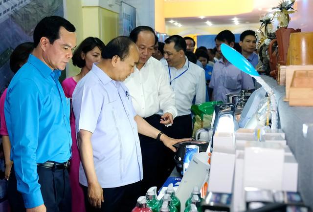 Chùm ảnh: Thủ tướng đối thoại với công nhân - Ảnh 9.