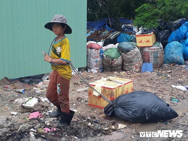 Phận người bới rác tìm tiền ở đảo ngọc Phú Quốc - Ảnh 4.
