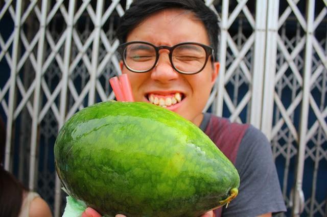 Trời hè nóng nực mà có món dưa hấu uống trực tiếp từ quả của Malaysia thì đúng là không còn gì tuyệt hơn - Ảnh 8.