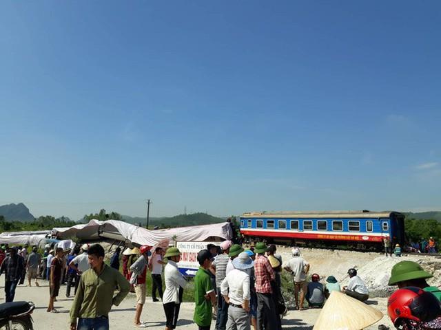 Mới nhất từ hiện trường tai nạn tàu hỏa: Hơn 2000 khách bị ảnh hưởng, gấp rút sửa đường ray - Ảnh 12.