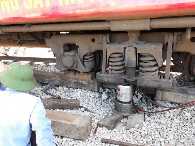Mới nhất từ hiện trường tai nạn tàu hỏa: Hơn 2000 khách bị ảnh hưởng, gấp rút sửa đường ray - Ảnh 13.
