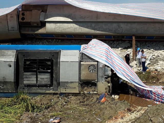 Mới nhất từ hiện trường tai nạn tàu hỏa: Hơn 2000 khách bị ảnh hưởng, gấp rút sửa đường ray - Ảnh 8.