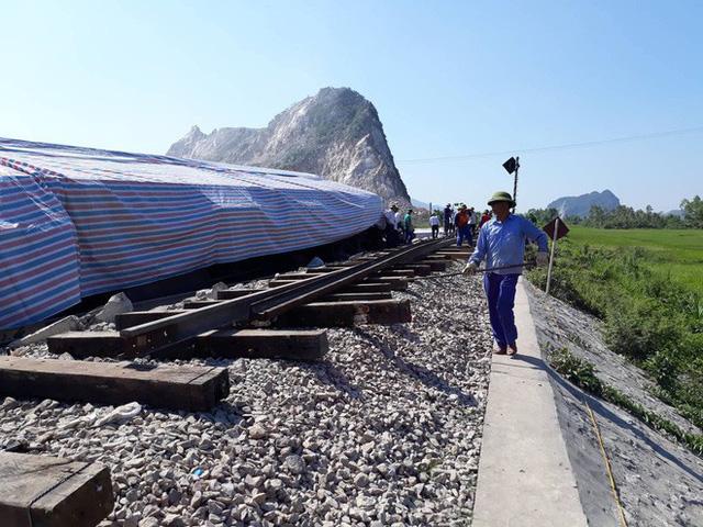 Mới nhất từ hiện trường tai nạn tàu hỏa: Hơn 2000 khách bị ảnh hưởng, gấp rút sửa đường ray - Ảnh 10.