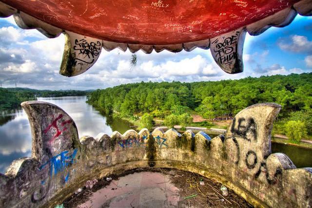 Dù tiêu điều, công viên nước bỏ hoang tại Huế vẫn đẹp đến ma mị qua ống kính của nhiếp ảnh gia Mỹ - Ảnh 11.