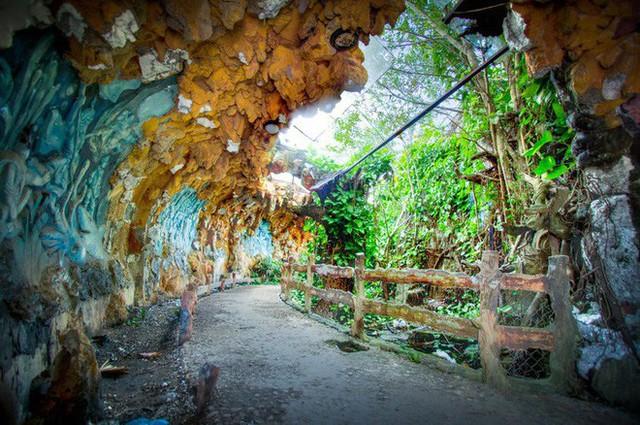 Dù tiêu điều, công viên nước bỏ hoang tại Huế vẫn đẹp đến ma mị qua ống kính của nhiếp ảnh gia Mỹ - Ảnh 3.