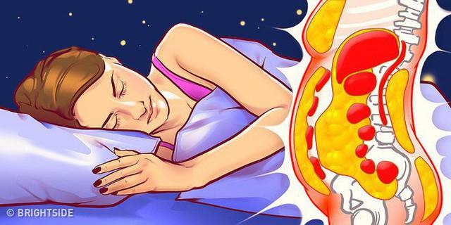 6 sai lầm trước khi ngủ khiến chúng ta tăng cân vào ban đêm - Ảnh 1.