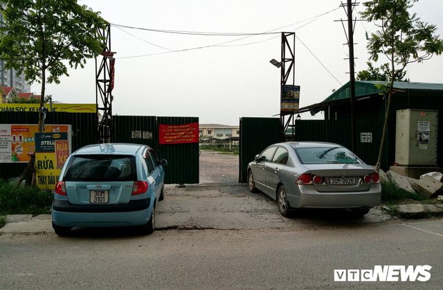 Ảnh: Giải tỏa bãi đỗ xe ở Hà Nội, dân đành để xe trên bãi rác - Ảnh 6.