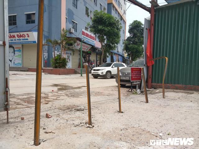 Ảnh: Giải tỏa bãi đỗ xe ở Hà Nội, dân đành để xe trên bãi rác - Ảnh 7.