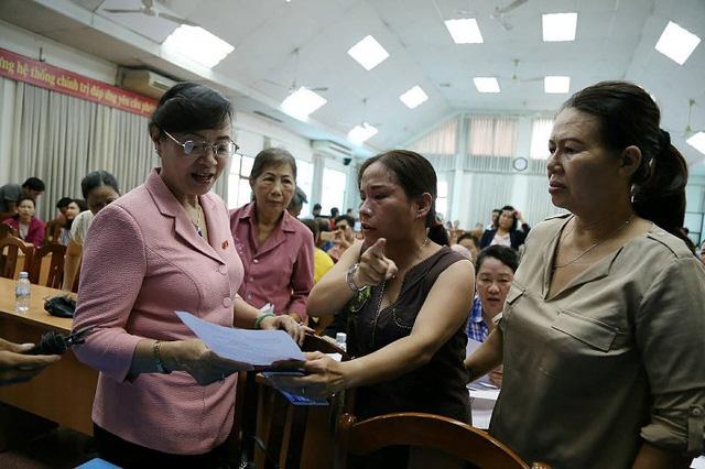 Buổi tiếp xúc cử tri ở quận 2 nóng rực về dự án Thủ Thiêm - Ảnh 2.