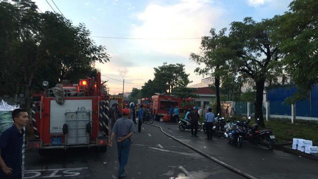 Đang cháy lớn tại công ty rộng 1.500 m2 ở Sài Gòn - Ảnh 6.