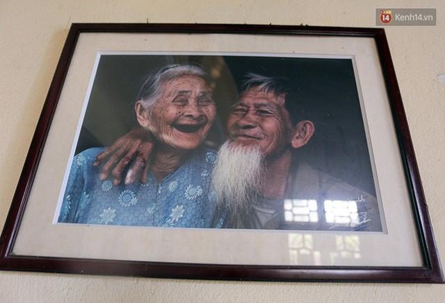 Nhiếp ảnh gia người Pháp chụp bộ ảnh đôi vợ chồng 94 tuổi và phía sau đó là một cổ tích tình già siêu dễ thương ở làng rau Trà Quế - Ảnh 11.