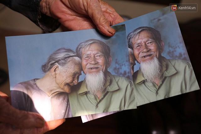 Nhiếp ảnh gia người Pháp chụp bộ ảnh đôi vợ chồng 94 tuổi và phía sau đó là một cổ tích tình già siêu dễ thương ở làng rau Trà Quế - Ảnh 10.