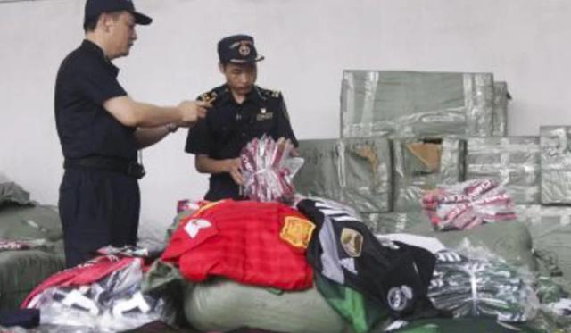 Trung Quốc: Bắt giữ hàng triệu món hàng nhái, hàng giả liên quan tới World Cup - Ảnh 3.