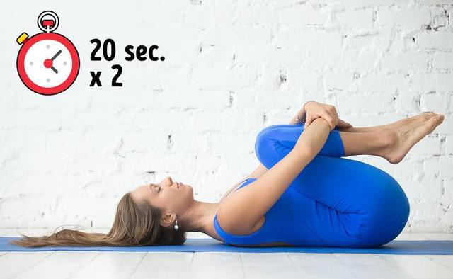 Bài tập đơn giản giúp xua tan chứng đau lưng khó chịu chỉ trong 10 phút - Ảnh 2.
