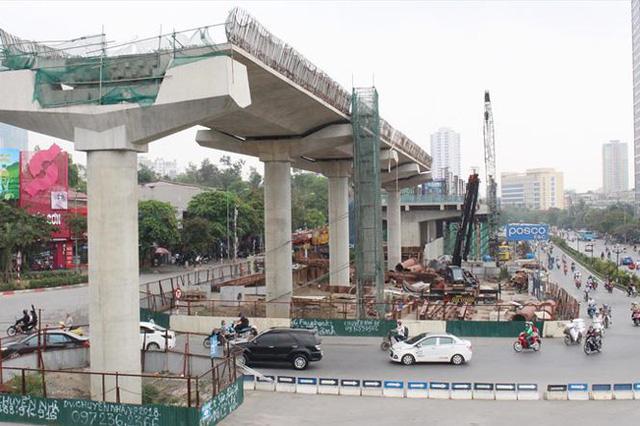 Metro Sài Gòn điêu đứng vì thủ tục - Ảnh 1.