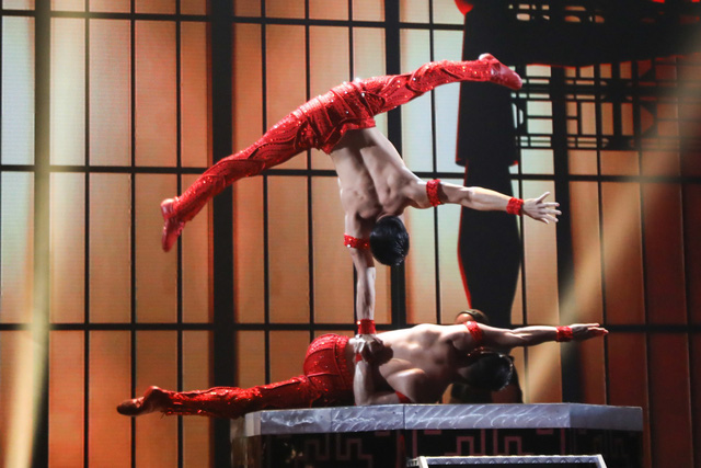Xem tiết mục của Quốc Cơ - Quốc Nghiệp tại Bán kết Got Talent, khán giả thế giới tiếc vì 2 anh em không nhận được nút vàng - Ảnh 3.