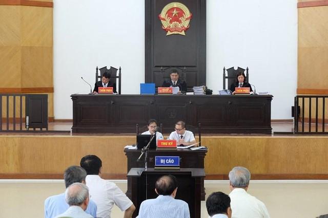 Bất ngờ tạm dừng phiên tòa xử ông Đinh La Thăng - Ảnh 1.