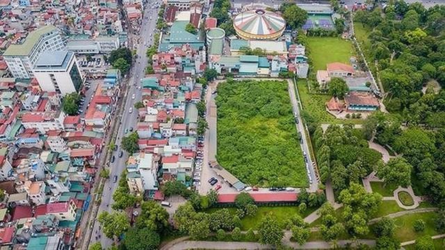 Kiểm tra bãi xe lậu trên khu đất 10.000m2 giữa Thủ đô - Ảnh 1.