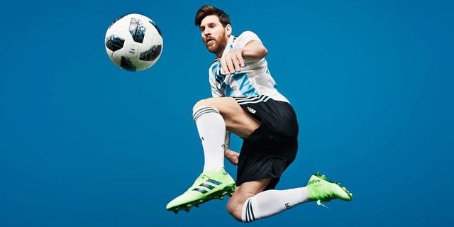 Lionel Messi: Từ cậu bé còi xương tới siêu sao bóng đá hưởng lương cao nhất thế giới nhưng lại vô duyên với các danh hiệu cấp quốc gia - Ảnh 2.