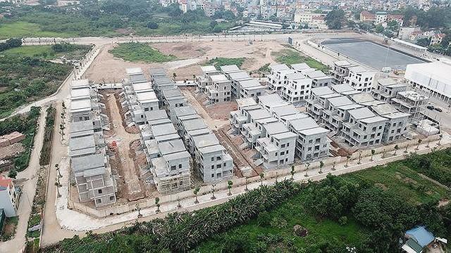 Xôn xao 26 biệt thự giữa Thủ đô xây xong mới xin phép - Ảnh 1.
