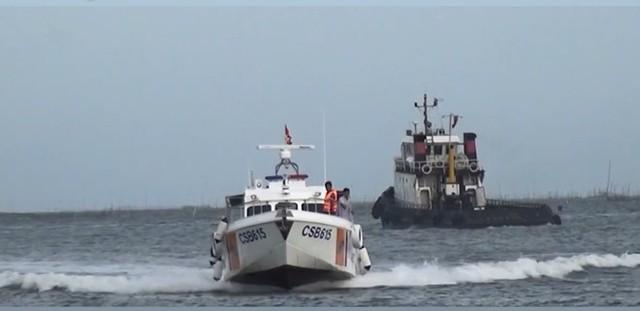 Phát hiện tàu vận chuyển hàng trăm ngàn lít xăng dầu lậu - Ảnh 1.
