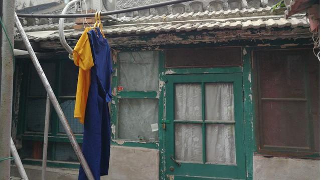 Choáng có nhà 6,7m2 nhỏ như tủ quần áo, không có toilet giá 9 tỷ đồng - Ảnh 1.