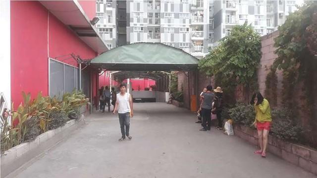 Chung cư ở Sài Gòn bốc cháy, người dân tháo chạy tán loạn - Ảnh 1.
