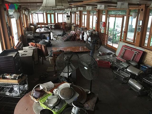 """Cận cảnh """"nghĩa địa"""" du thuyền, nhà hàng nổi trên Hồ Tây - Ảnh 11."""