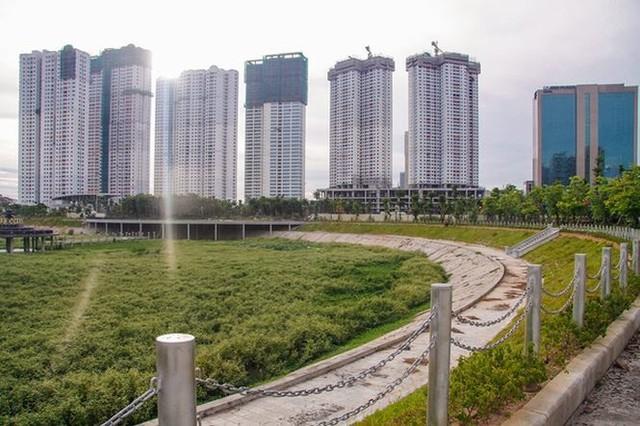 Ngổn ngang công viên hồ điều hòa 300 tỷ của quận cao ốc Thủ đô  - Ảnh 14.