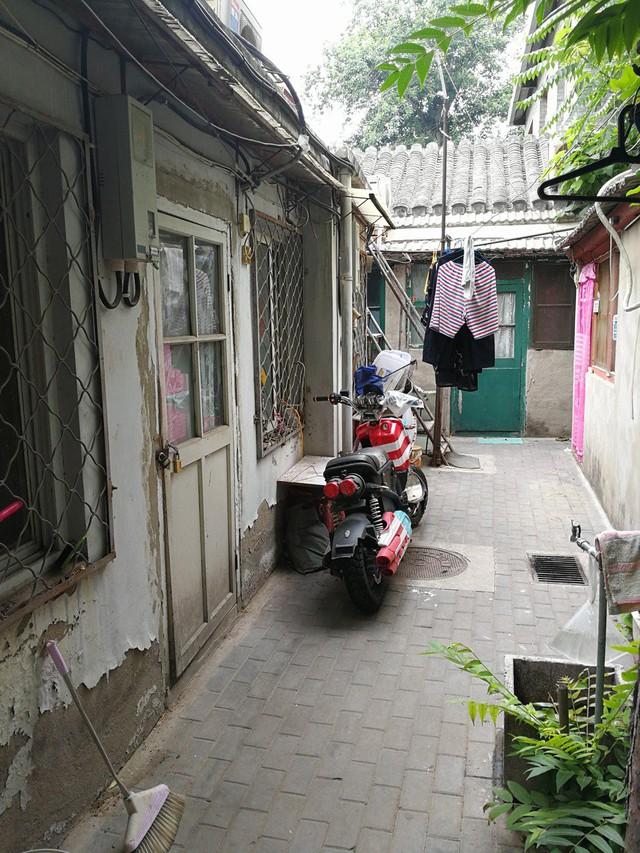 Choáng có nhà 6,7m2 nhỏ như tủ quần áo, không có toilet giá 9 tỷ đồng - Ảnh 2.