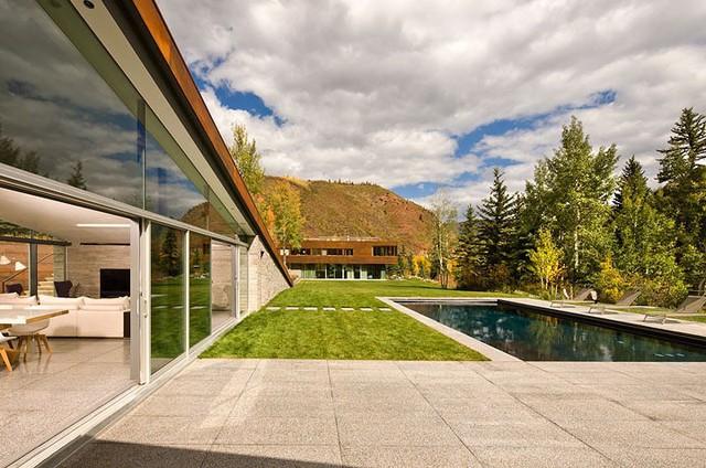"""Ngôi nhà trong núi vô cùng đặc biệt có phần mái """"lợp cỏ"""" - Ảnh 5."""