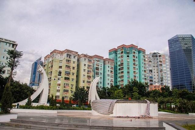 Ngổn ngang công viên hồ điều hòa 300 tỷ của quận cao ốc Thủ đô - Ảnh 5.