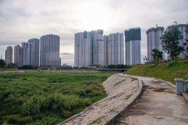 Ngổn ngang công viên hồ điều hòa 300 tỷ của quận cao ốc Thủ đô - Ảnh 6.