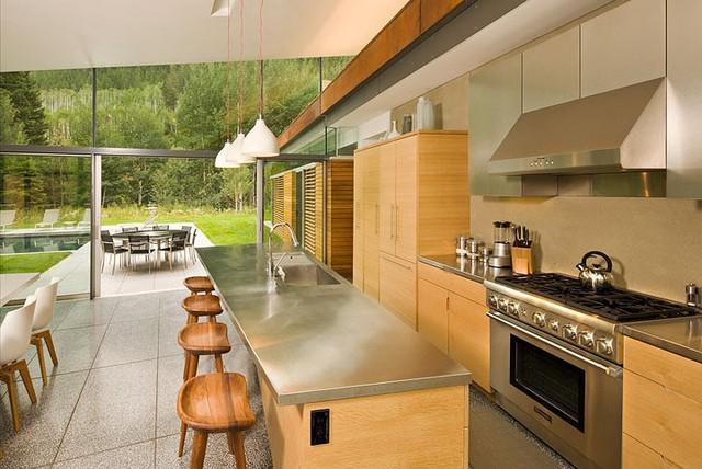 """Ngôi nhà trong núi vô cùng đặc biệt có phần mái """"lợp cỏ"""" - Ảnh 7."""