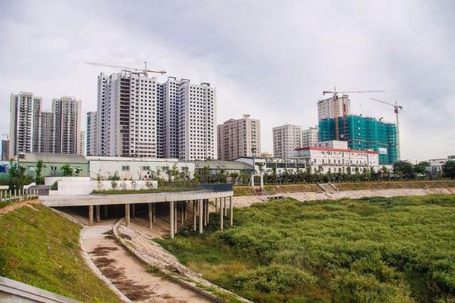 Ngổn ngang công viên hồ điều hòa 300 tỷ của quận cao ốc Thủ đô  - Ảnh 7.