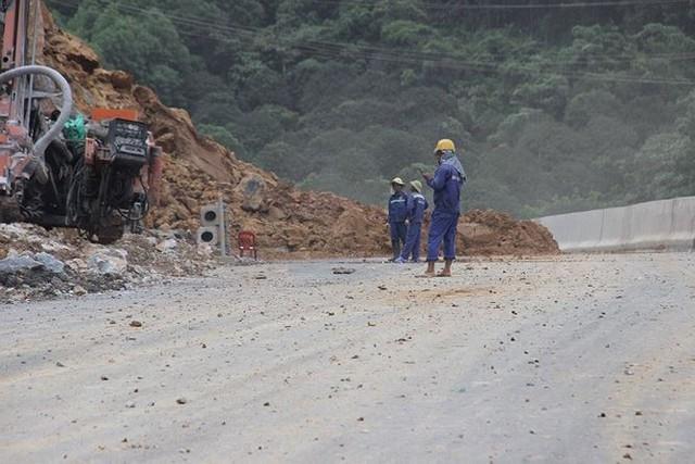 Sạt lở nghiêm trọng trên cao tốc Hạ Long-Vân Đồn  - Ảnh 2.