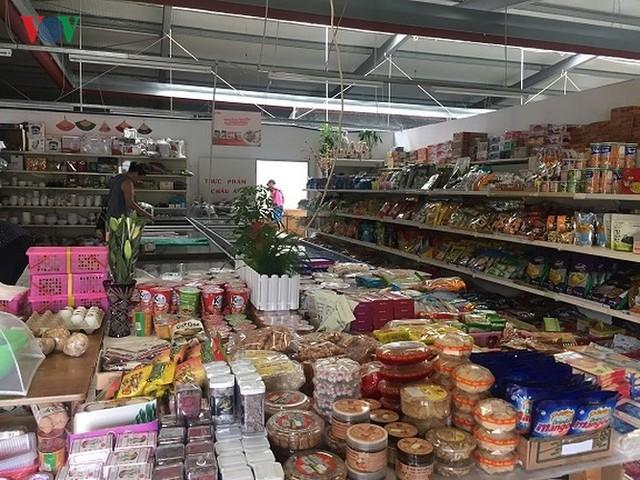 """Hàng Việt """"xuất ngoại"""" giá cao gấp 3-4 lần vẫn đắt hàng - Ảnh 1."""
